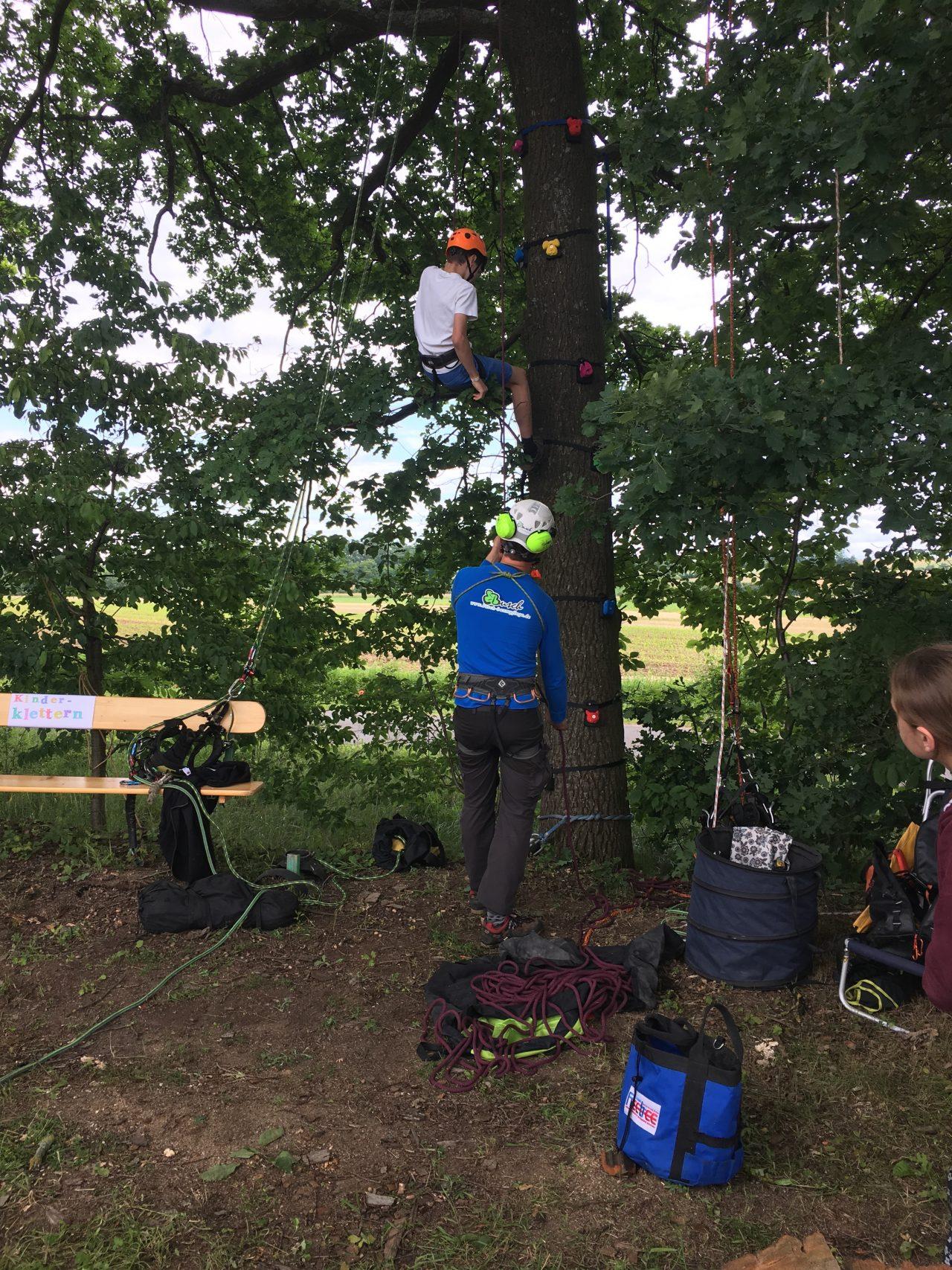 Kinderklettern mit Christopher Busch - Busch Baumpflege